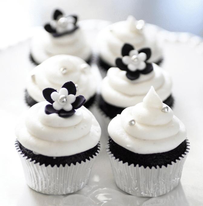Cupcakes em preto e branco