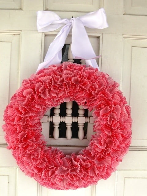 http://framefanatic.blogspot.com.br/2011/03/how-to-tuesday-cupcake-liner-wreath.html