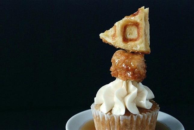 Cupcake de waffles com frango
