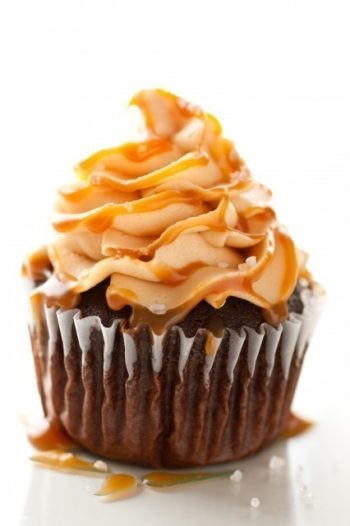 chocolate-cupcakes-salted-caramel-frosting2-426x640