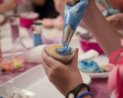 Como fazer uma festa de cupcakes 18