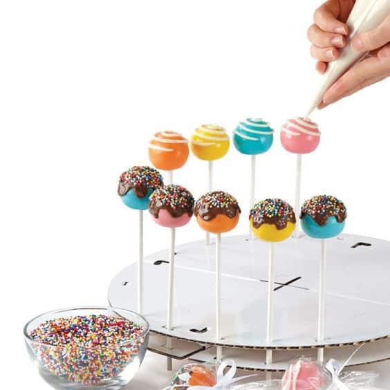 Aprenda a fazer cake pops: receita básica + sugestões + vídeo 1